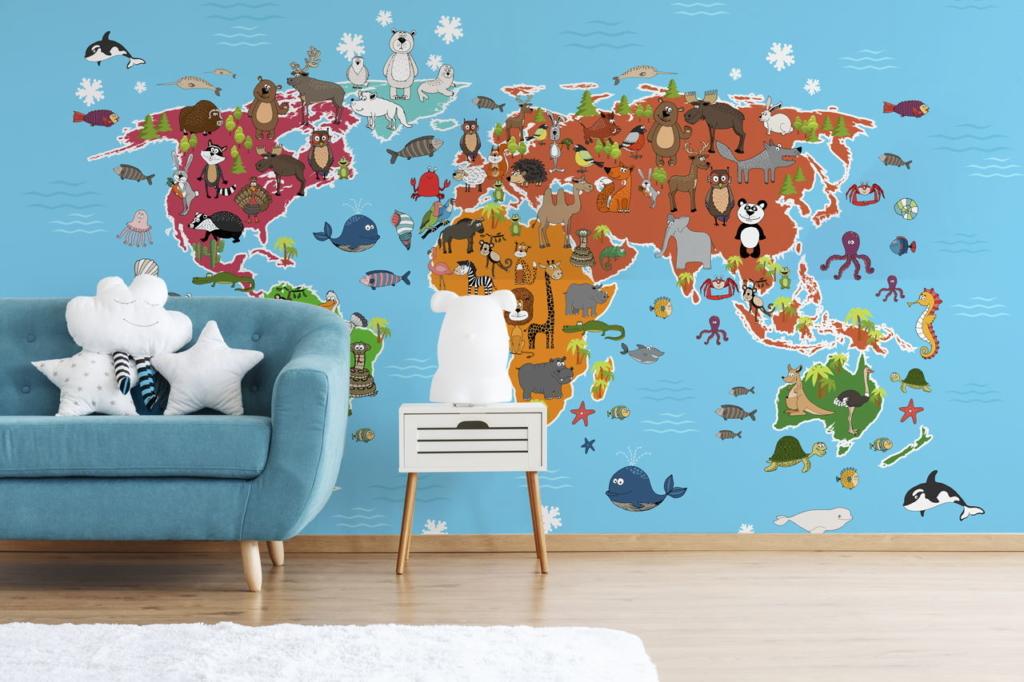 Bunte Fototapete mit Weltkarte im Kinderzimmer