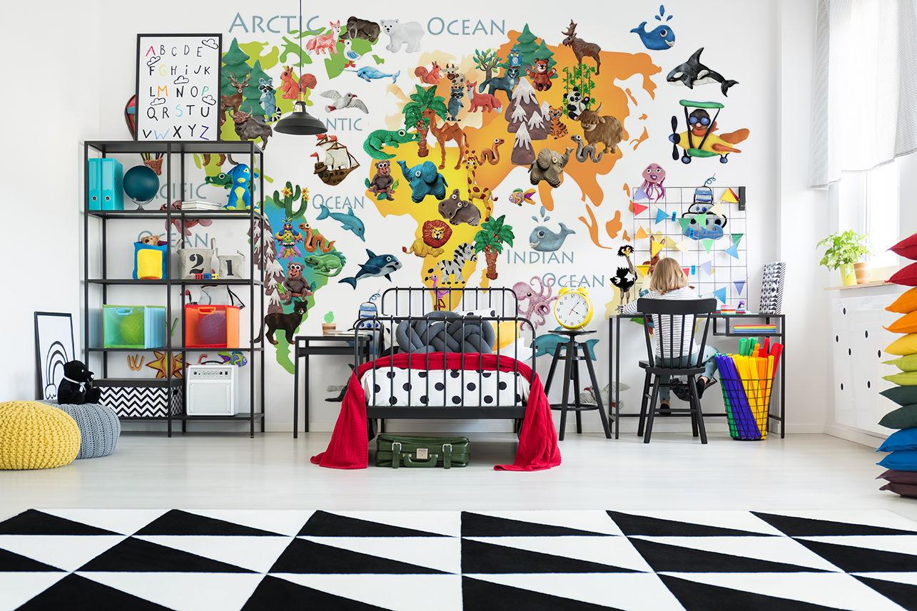 Farbenfrohe Weltkarte als Fototapete im Jugendzimmer